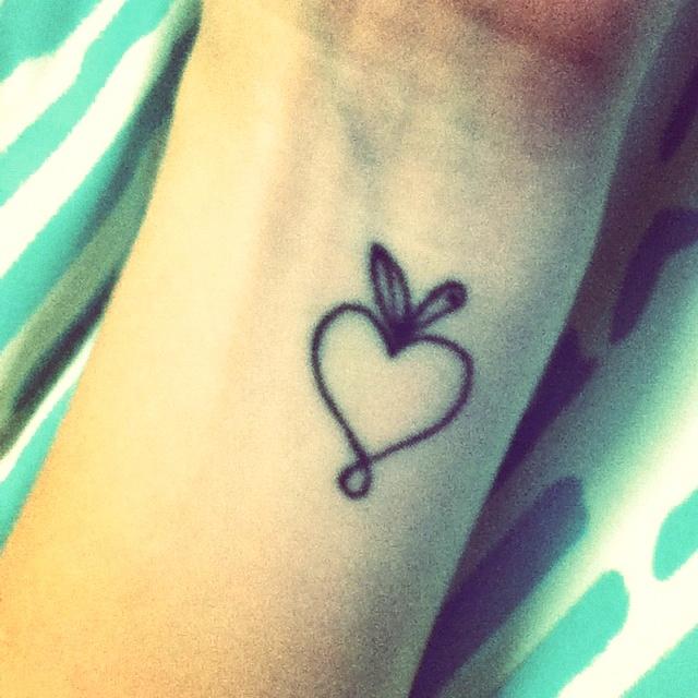 apple tattoos photo - 8