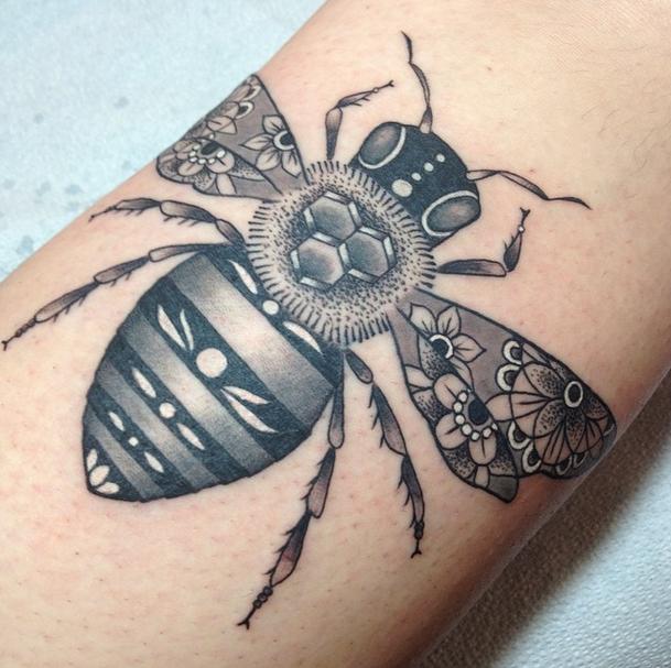 bee tattoos photo - 23