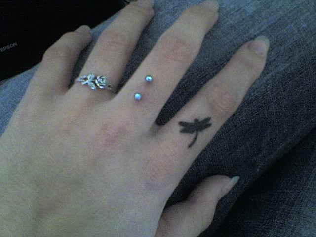 finger tattoos photo - 12