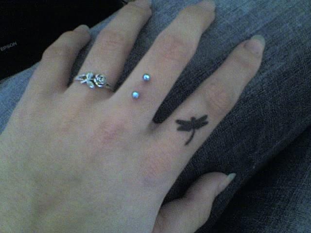 finger tattoos photo - 12