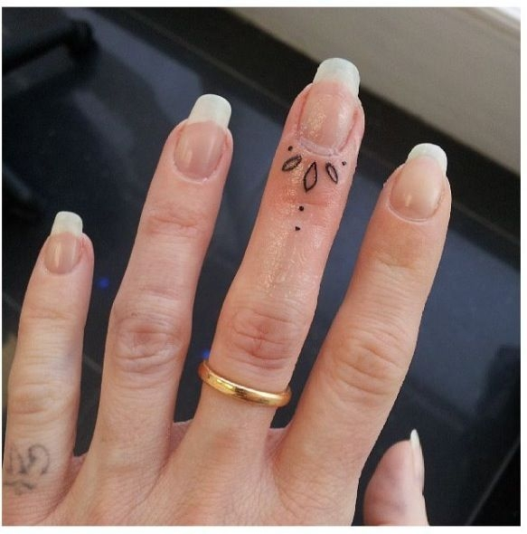 finger tattoos photo - 13