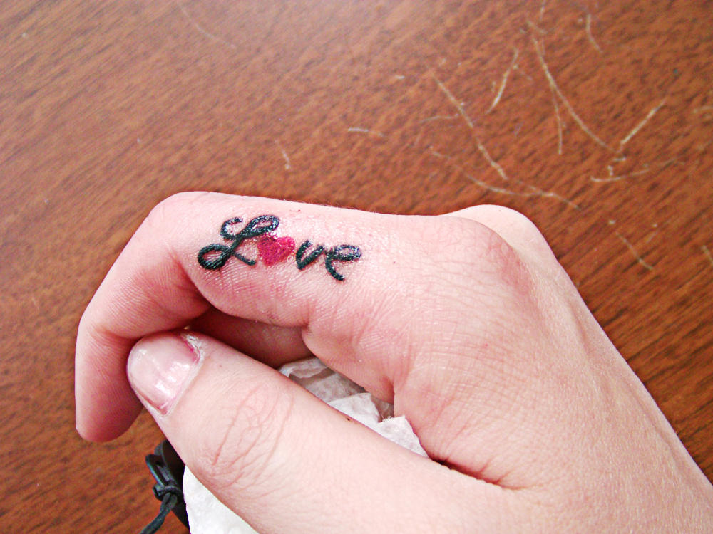 finger tattoos photo - 6