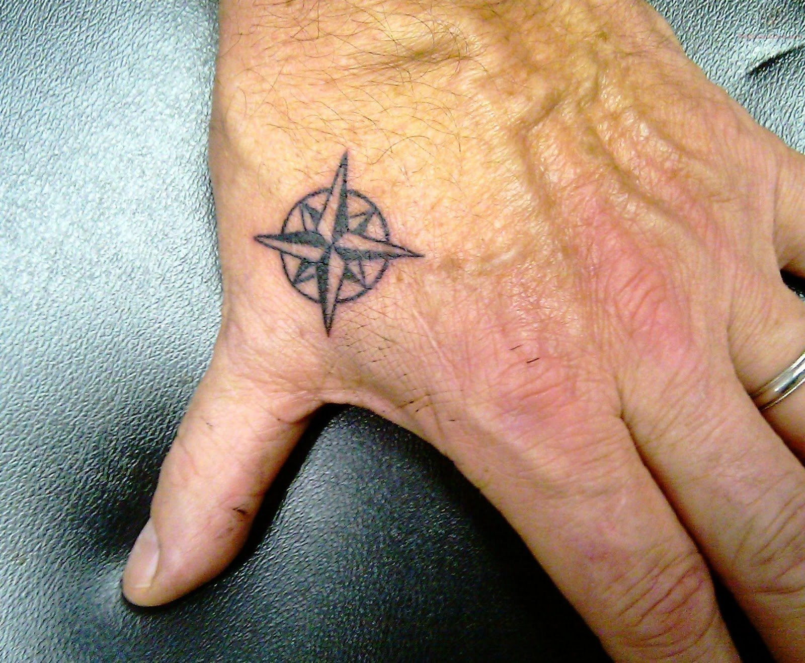 hand tattoos photo - 15