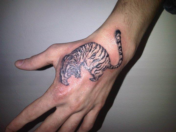 hand tattoos photo - 33