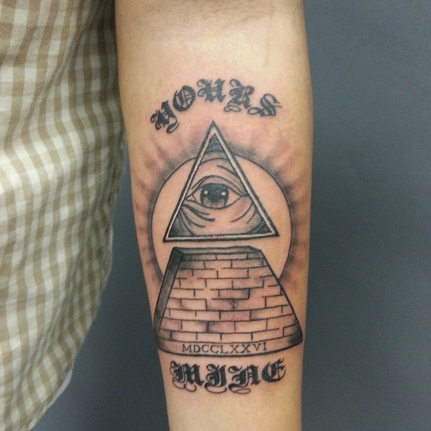 pyramid tattoos photo - 10