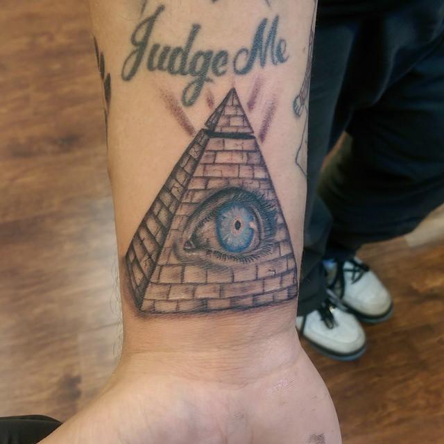 pyramid tattoos photo - 24
